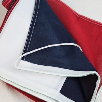 Rood-wit-marine blauwe vlag